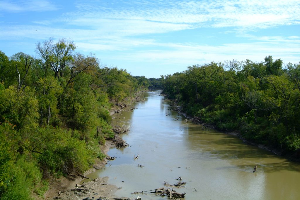 Trinity River from above with trees lining either side. Trinity River is near many of the best hikes in dallas tx