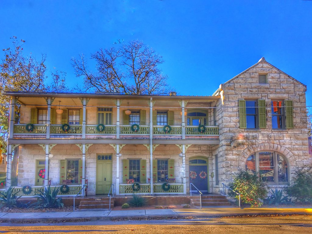 limestone building in the texas hill country decorated for christmas in texas
