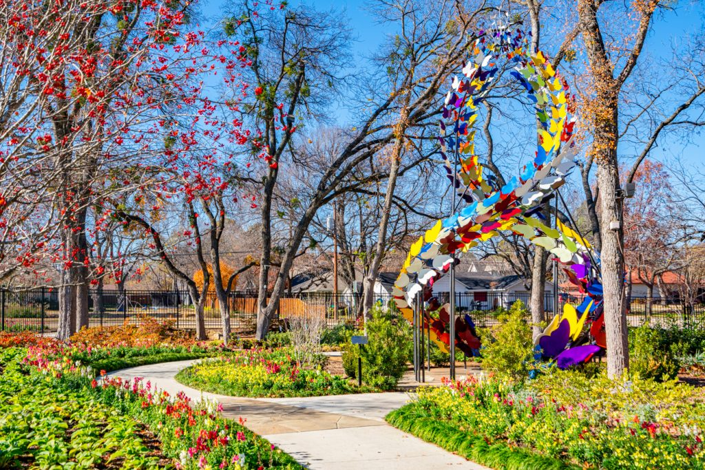 colorful statue in the grapevine botanical gardens, one of the best attractions in grapevine tx
