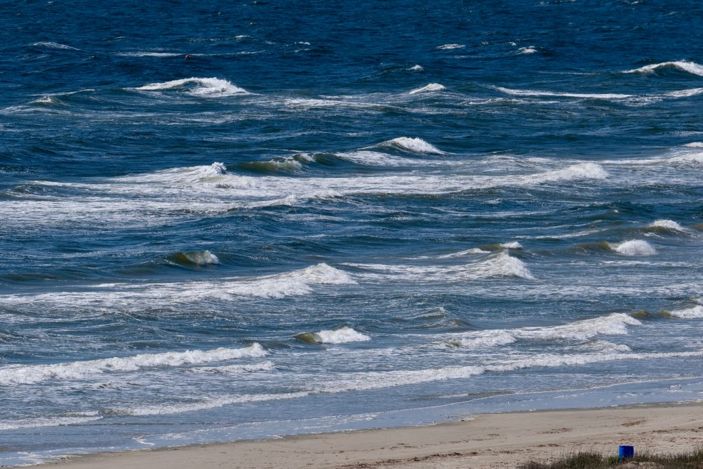 waves of east beach galveston texas
