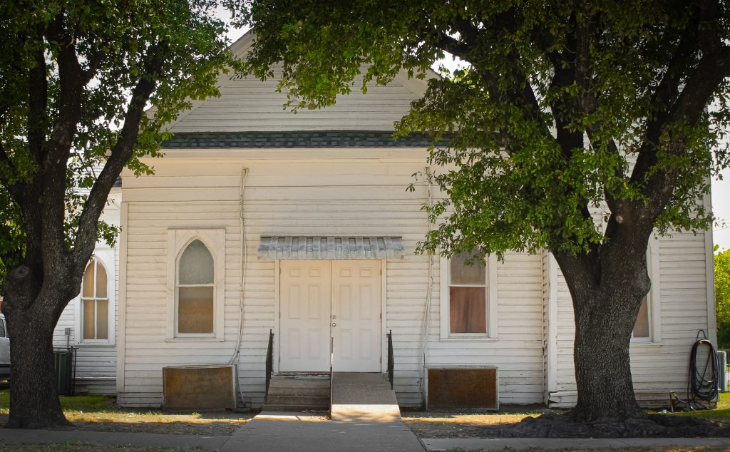 pretty white church in corsicana, texas, one of the best fort worth day trips
