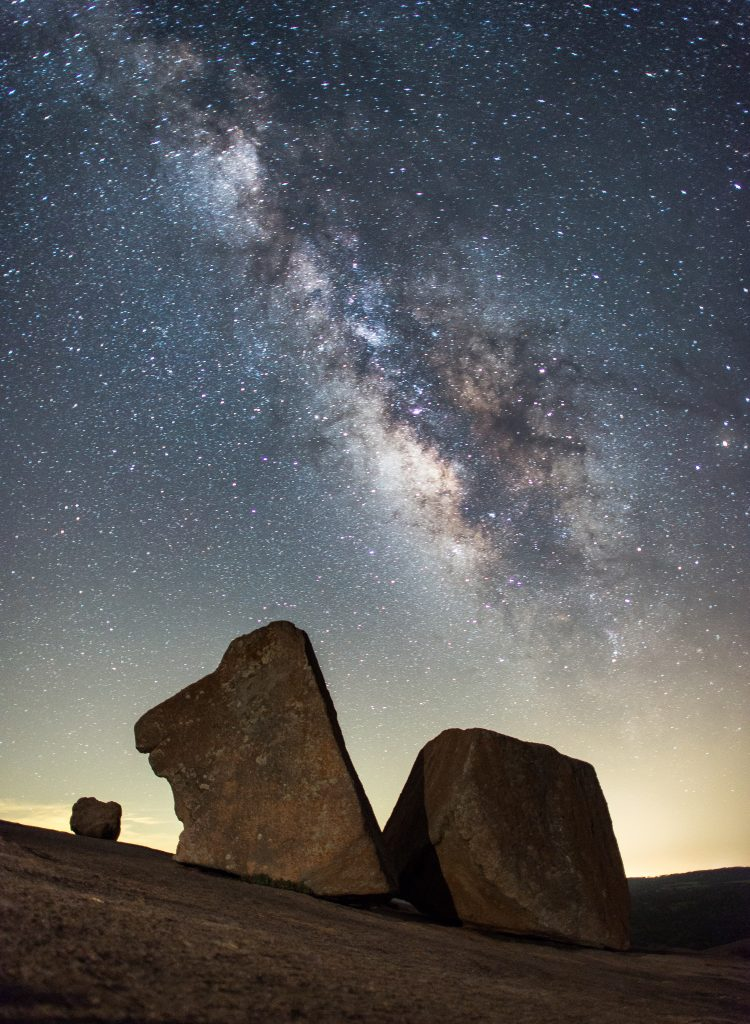 milky way as seen from enchanted rock, one of the best places for astrophotography in texas