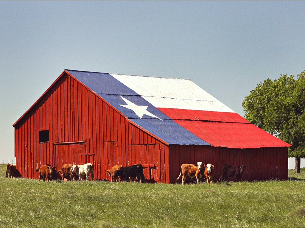 red barn with texas flag painted on the side, one of the beautiful places in texas to visit