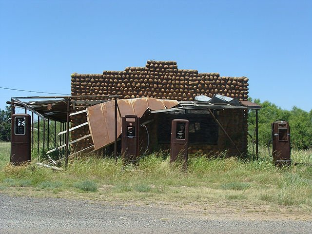 abandoned building in medicine mound texas via wikicommons