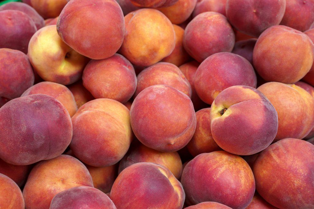 pile of ripe peaches in texas