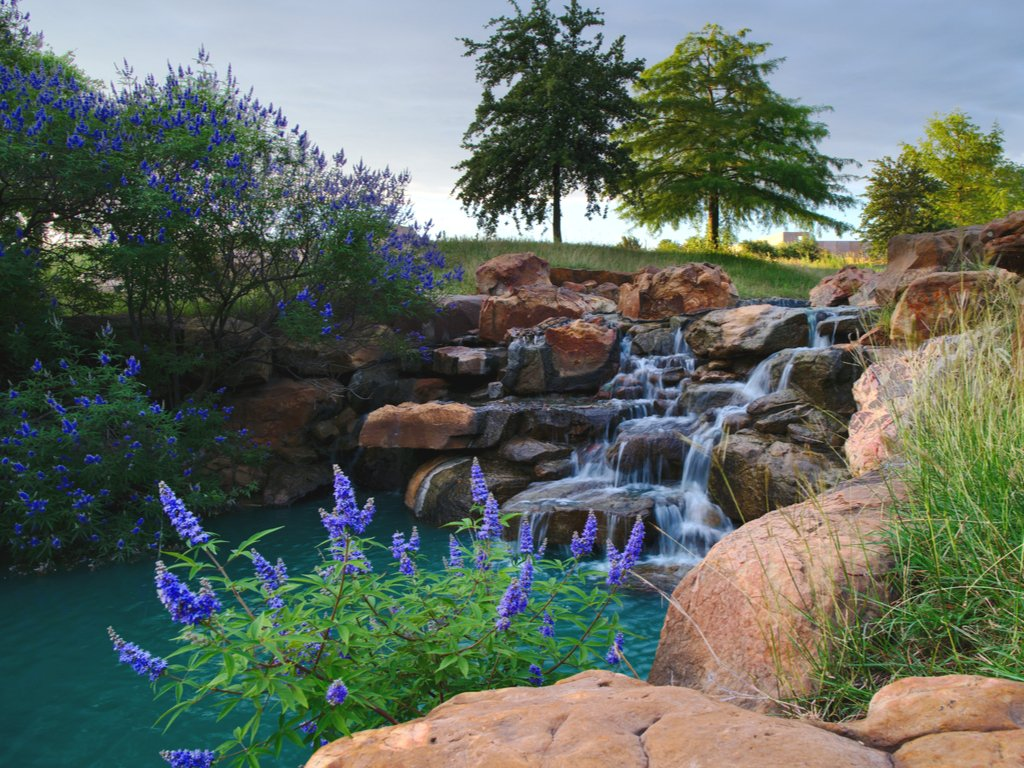 waterfall in frisco central park, one of the best things to do in frisco tx
